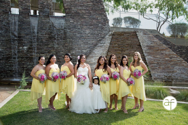 bride-bridesmaids-bridal-party-portrait