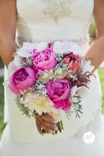 brides-bouquet-hot-pink
